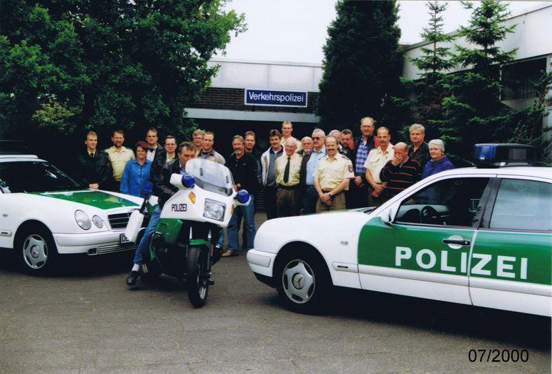 Verkehrspolizeistaffel Delmenhorst vor dem Dienstgebäude in Delmenhorst, Annenheider Straße (Archiv Polizei Delmenhorst)