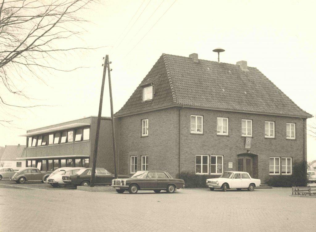 Aufnahme des Rathauses mit integrierter Polizeistation