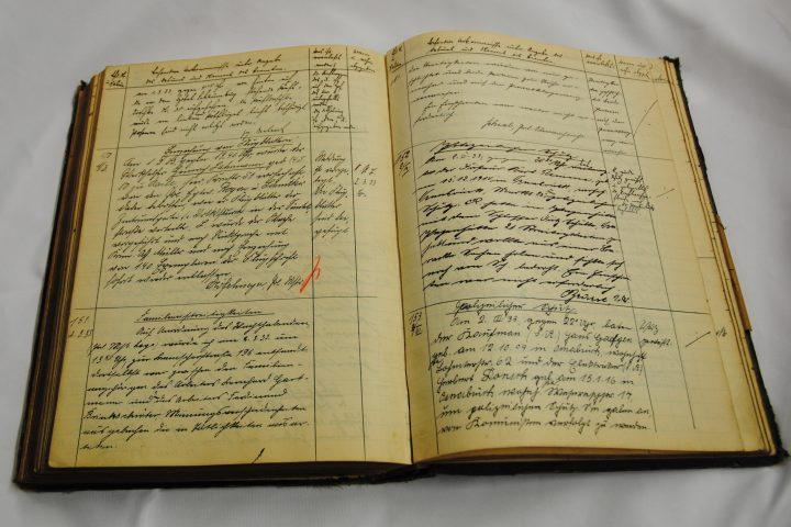 Die Einsatz-Tagebücher wurden handschriftlich geführt.