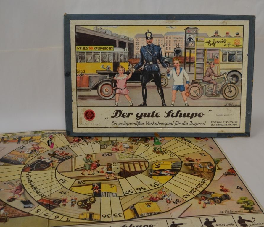 Brettspiel Das Spiel erschien erstmals 1926. Bis in die Fünfzigerjahre wurde es verkauft, mit immer wieder leicht verändertem Cover.