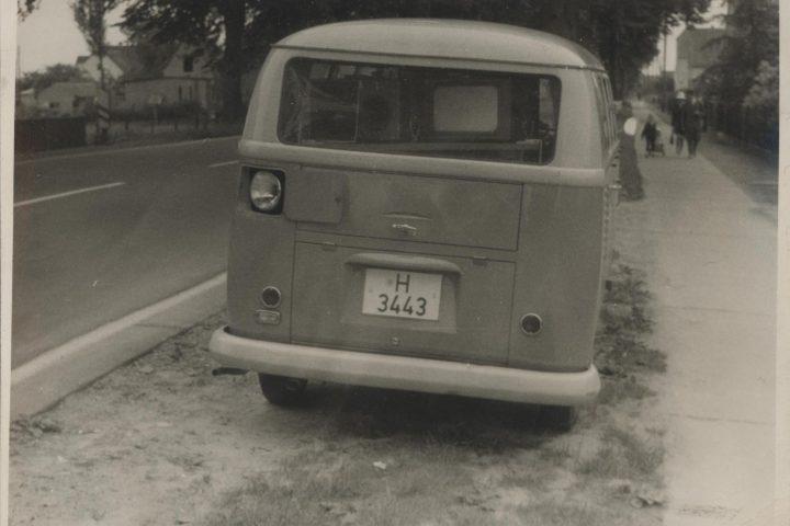 Zu sehen ist der erste Radarwagen der Polizei Niedersachsen. Das Foto stammt von Heinz Scholze, der 1961 als einer von 32 Polizisten am zweiten Radar-Lehrgang in Wennigser Markt teilnahm.